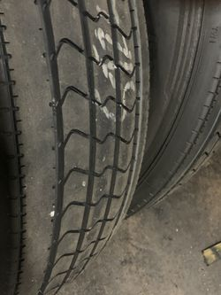 22.5 low pro retreads for Sale in West Chicago,  IL