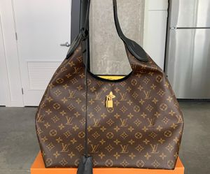 Louis Vuitton Flower Hobo bag for Sale in Bothell, WA