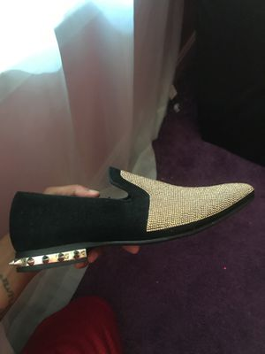 Size 8 gold dress shoes for Sale in Upper Marlboro, MD