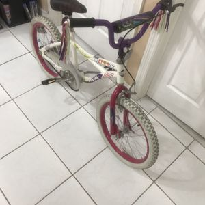 """Pacific Azula Girls 18"""" bicycle (originally $59+tax )EXCELLENT CONDITION Asking $30 for Sale in Hialeah, FL"""