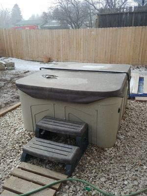 Four person hot tub for Sale in Colorado Springs, CO