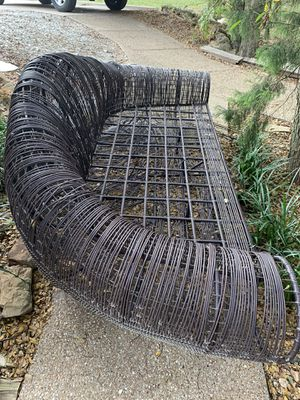 Outdoor lounge chair / patio furniture for 2- needs TLC but frame is solid for Sale in Midlothian, TX