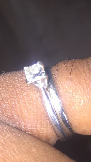 Diamond & band Wedding ring set (DO NOT MESSAGE FOR AVAILABILITY ! PURCHASE CASH ONLY ) for Sale in Detroit, MI