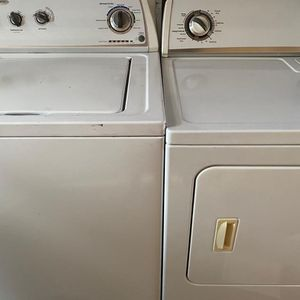 Whirlpool washer And Whirlpool Electric Dryer In Good Condition for Sale in Ceres, CA
