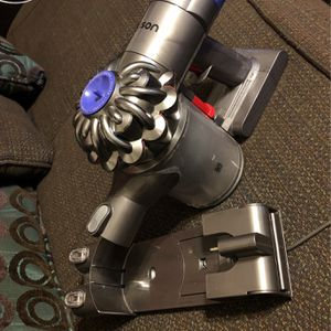 Dyson Hand Held V7 Vacuum Cleaner for Sale in Orlando, FL