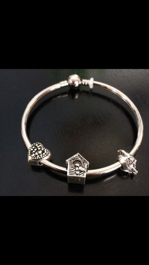 Fashion Bracelet (does not change the color) for Sale in Hialeah, FL