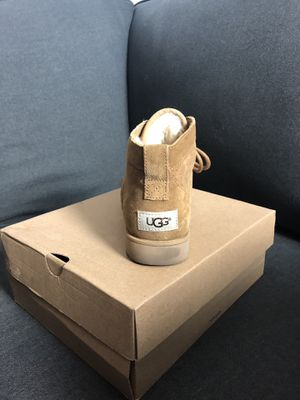 BETHANY UGGS SIZE 7 for Sale in Los Angeles, CA