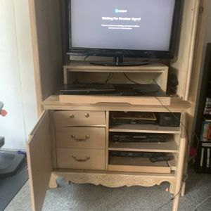 """**FREE**Tv Cabinet And 32""""tv **FREE** for Sale in Moreno Valley, CA"""