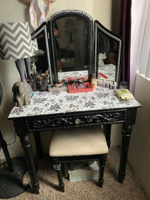 Vanity Mirror with Chair for Sale in Tempe, AZ