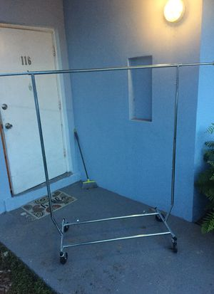 Free portable clothes rack for Sale in FL, US