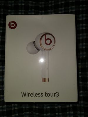 FLASH SALE! UNTIL SUPPLIES RUN OUT. WHITE BEATS BY DRE WIRELESS EARBUDS WITH SELF-CONTAINED CHARGER . for Sale in MONTGOMRY VLG, MD