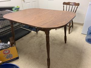 Kitchen table with 2 chairs for Sale in Joint Base Lewis-McChord, WA