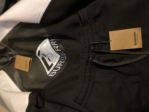 Burberry sweat suit . 350$ medium for Sale in Lakewood, WA