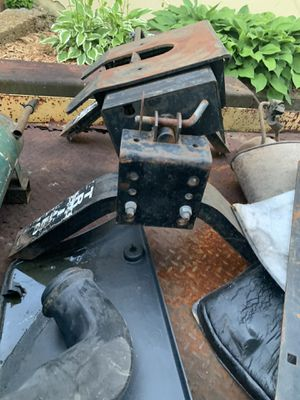 15k 5th wheel hitch with rails for Sale in BRECKNRDG HLS, MO