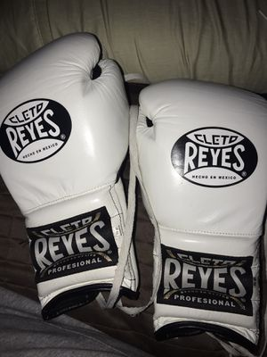 Boxing Gloves Cleto Reyes for Sale in Oxnard, CA