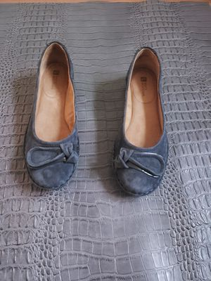 White Mountain lustre nubuck bow flats size 7.5 for Sale in Milwaukee, WI