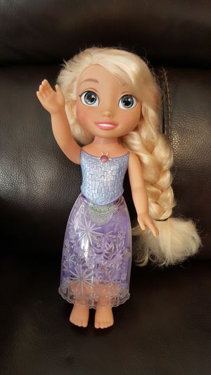 "Talking and Singing Elsa Doll 14"" for Sale in Everett, WA"