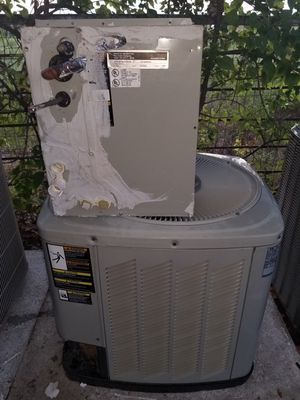 HVAC R22 condenser & coil 1.5 ton for Sale in Arlington, TX