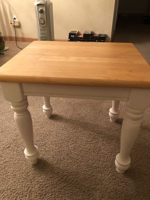 Solid wood coaster end table (white)21inx18in for Sale in Tacoma, WA