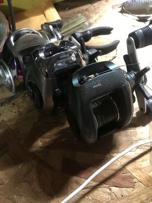 Three right hand reels two shimano curados and one quantum burner for Sale in Manteca, CA