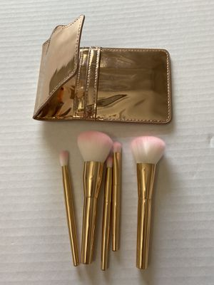 21 items Pottery barn teen make up brush sets , blunder and sharpener for Sale in McLean, VA