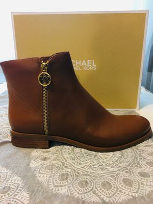 New Authentic Women's Michael Kors Size 8.5 for Sale in Bellflower, CA