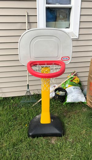 Basketball hoop $10 only just come pick it up for Sale in Malden, MA