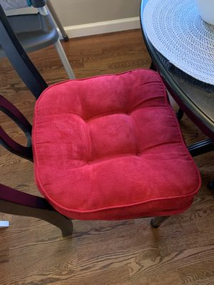 4 red kitchen table chair cushions for Sale in Kirkland, WA