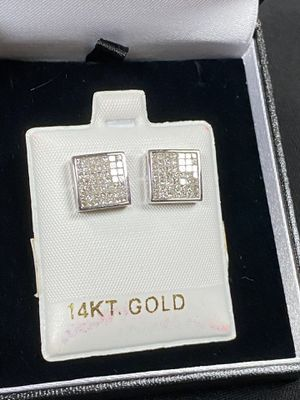 14KT GOLD DIAMOND EARRINGS for Sale in San Diego, CA