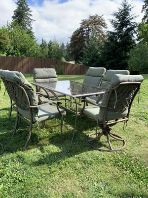 Patio set with cushions for Sale in Tacoma, WA