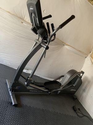 E1 Life Fitness Elliptical for Sale in Highlands Ranch, CO