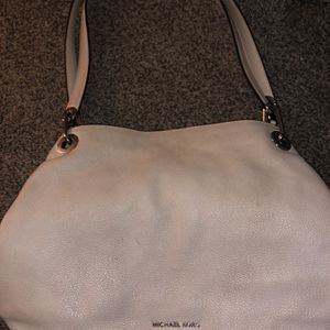 michael kors shoulder bag, white for Sale in Peoria, IL