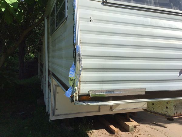 Camper, 32', no leaks, no rot, just needs cleaning . Queen size bed, sleeps 6. Free local delivery. 8sixO7O9-354I