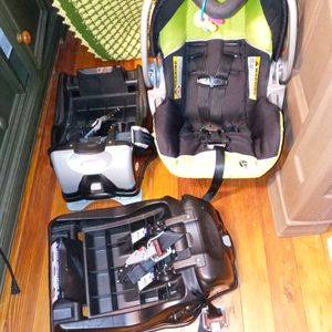 Baby Trends Carseat for Sale in Wyandotte, MI