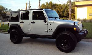 Wrangler Jeep SILVER 2007 FOr SAle for Sale in Milwaukee, WI