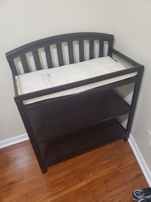 Delta Children Gateway 4 in 1 crib and changing table for Sale in Baltimore, MD