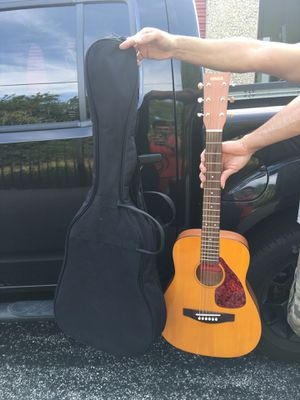 Pre owned Yamaha FG Junior Guitar for Sale in Fort Worth, TX