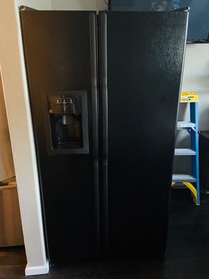 GE REFRIGERATOR for Sale in Hillsboro, OR