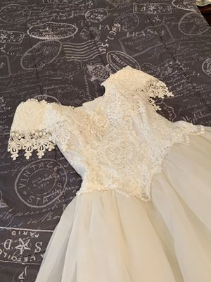 Jessica McClintock stunning lace, pearl beaded wedding dress. for Sale in Wilson, NC