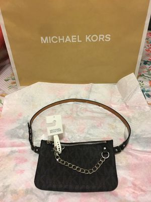 New Authentic Michael Kors Fanny Pack Size Medium for Sale in Bellflower, CA