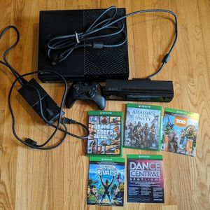 Xbox one with Kinect, one controller, and a few games for Sale in Redmond, WA