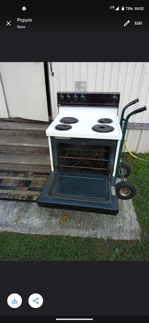 Free Stove cook just fine needs a good cleaning for Sale in Rossville, GA