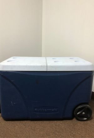 Large rolling igloo cooler for Sale in Miami, FL