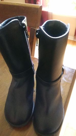 Size 5 Children's Place Girl boots in black for Sale in Melbourne, FL