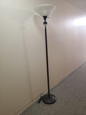 Floor Lamp/Lampara de piso for Sale in Los Angeles, CA