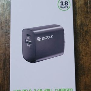 Fast Charge18W PD & 2.4A Wall Charger. Cargador De Pared De PD 18 Watts Carga Rapida for Sale in Los Angeles, CA