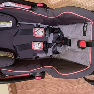 Infant car seat for Sale in Painesville, OH