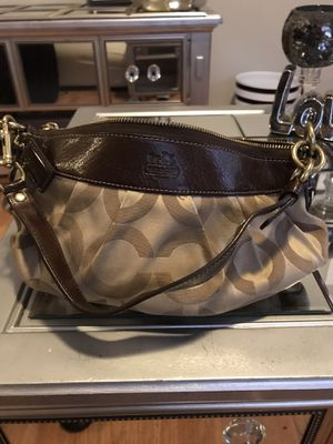 Gently used COACH clutch wallet/small shoulder bag for Sale in Dallas, TX