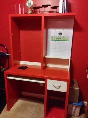 Kids Desk w Hutch for Sale in Decatur, GA