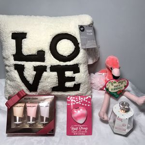 ALL NEW- Valentine's Gift Items Bundle- Covid Free &Way Cheaper Than Stores! for Sale in Meriden, CT